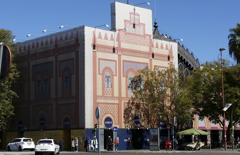 publicidad en fachadas de edificios