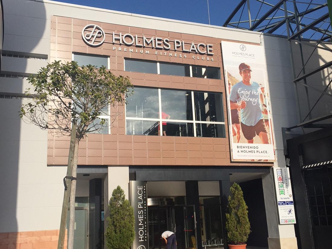 gigantia holmes place brand implantation 3d sign